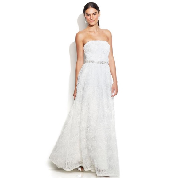 256fa66f41a ADRIANNA PAPELL STRAPLESS TULLE ROSETTE BALL GOWN